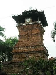 Tentang masjid bersejarah menara kudus